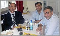 Joaquim Ricardo, presidente da Liga dos Amigos de Aldeia de Santo António,Sabugal, à fala com Paulo Leitão Batista e José Carlos Lages