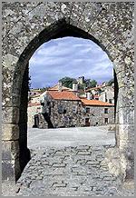 Entrada amuralhada da aldeia histórica de Sortelha(Sabugal)
