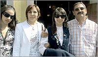 Lara Monteiro, os pais e irmã