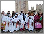 Crianças das escolas com os presentes de Natal