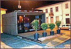 A casa ecológica frente à CâmaraMunicipal