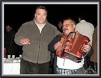 António Robalo com o tocador no Cabeço da Senhora das Preces (ruvina) – Imagem da Semana (31-3-2008)