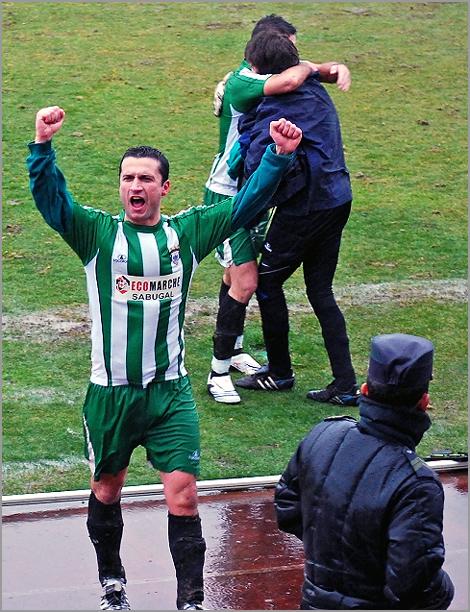 Jogadores Sporting Sabugal festejam vitória
