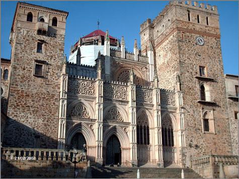 Fachada gótica do Real Mosteiro de Guadalupe