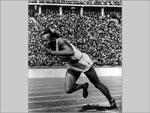 Jesse Owens nos Jogos Olímpicos de Berlim, em 1936